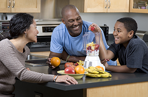 Family making fruit smoothies